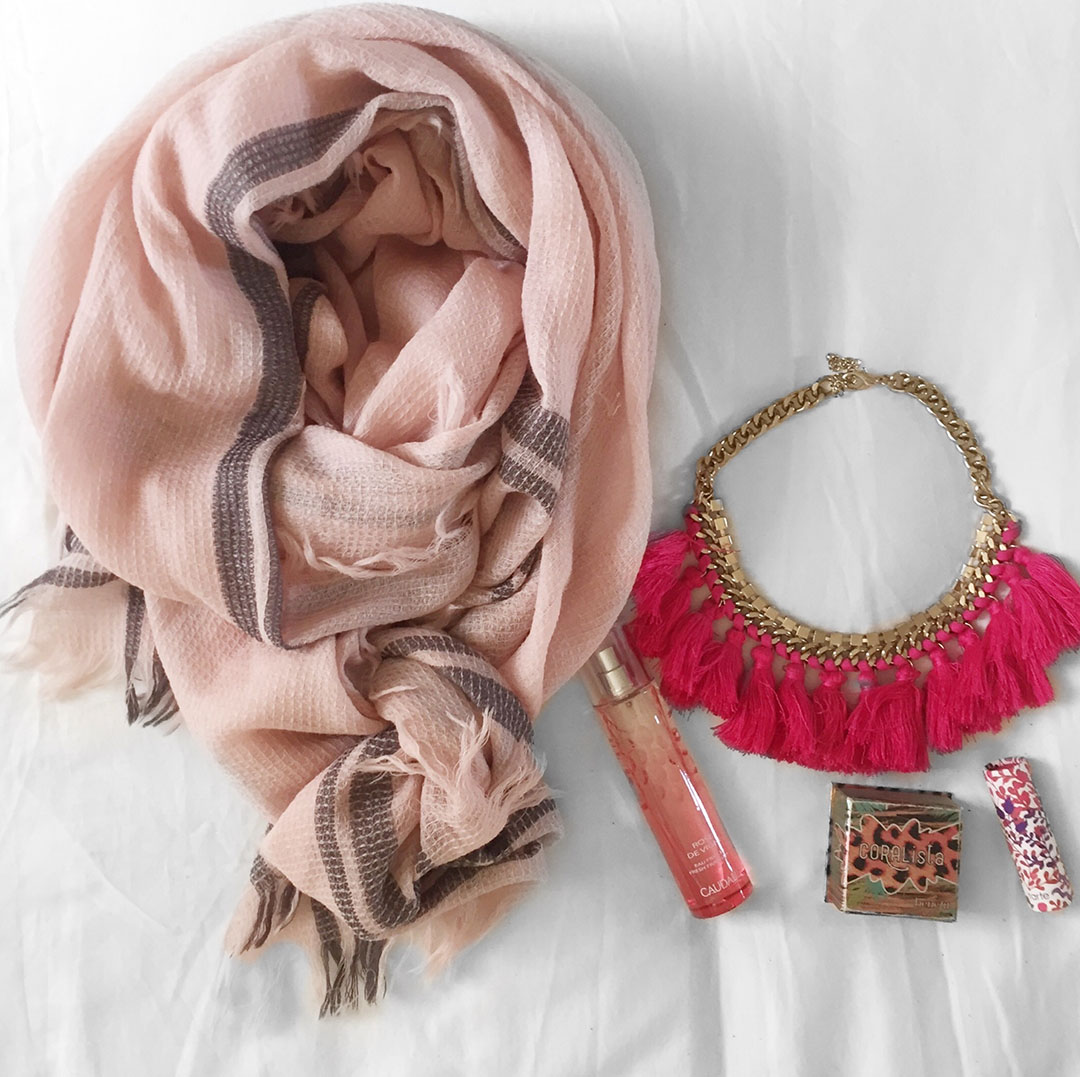 3_foulard_inouitoosh_collier_hm_blush_coralista_benefit
