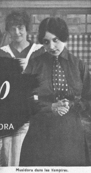 Musidora dans les Vampires (Cinémagazine 1942)
