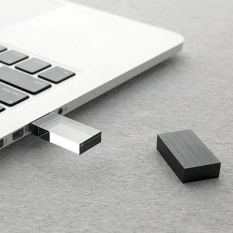 Clé USB 8 GO TRANSPARENCY BEYOND OBJECT (NOIR)