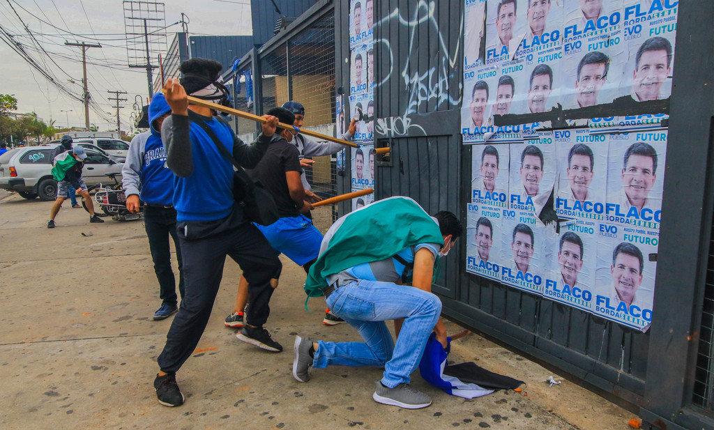 Resultado de imagen para La derecha incendia la democracia en Bolivia