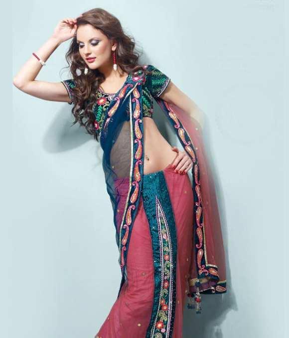 """Le """"one minute sari"""" est un sari qui s'attache en une minute, pas besoin de le draper."""