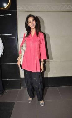 Malika Sherawat porte la kurta avec un pantalon patiala