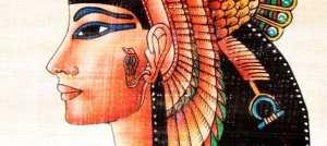 Cléopâtre, la reine d'Egypte aux yeux soulignés par le kajal