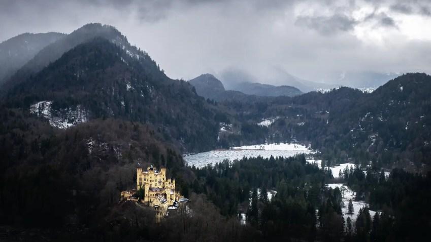 baviere en hiver chateau surplombant lac