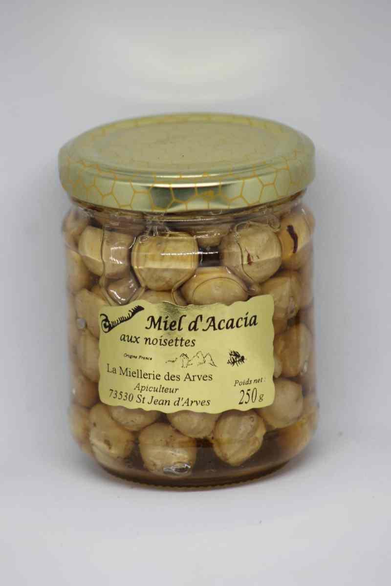 miel d'acacia avec des noisettes