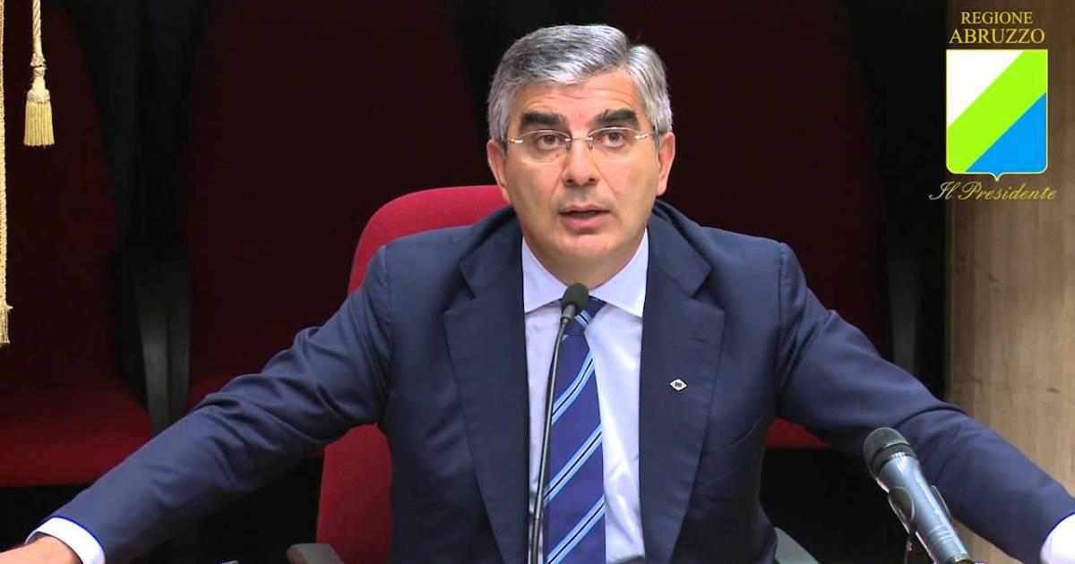 "< img src=""https://www.la-notizia.net/poltrona"" alt=""poltrona"""