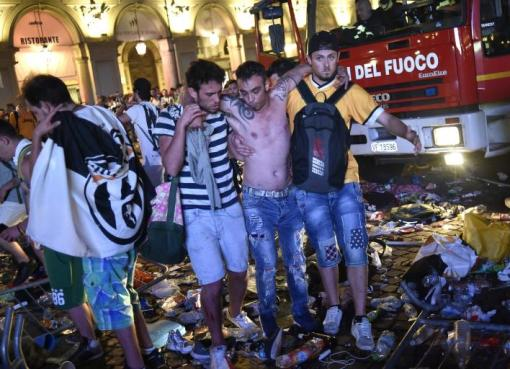 """< img src=""""https://www.la-notizia.net/feriti.jpg """" alt=""""feriti"""""""