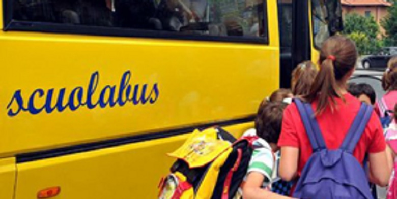 "< img src=""https://www.la-notizia.net/scuolabus"" alt=""scuolabus"""