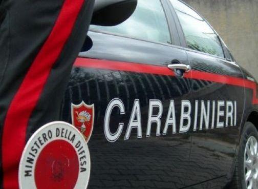 "< img src=""https://www.la-notizia.net/carabinieri"" alt=""carabinieri"""
