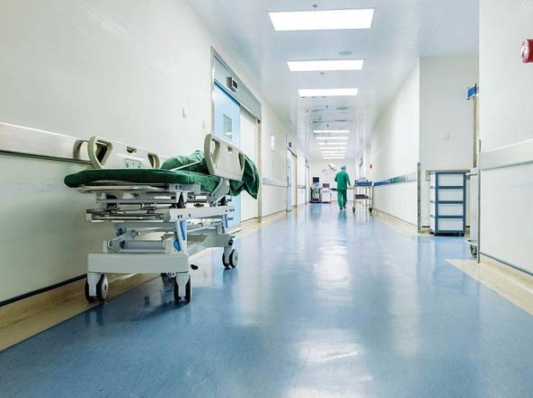 """< img src=""""https://www.la-notizia.net/ospedale"""" alt=""""ospedale"""""""
