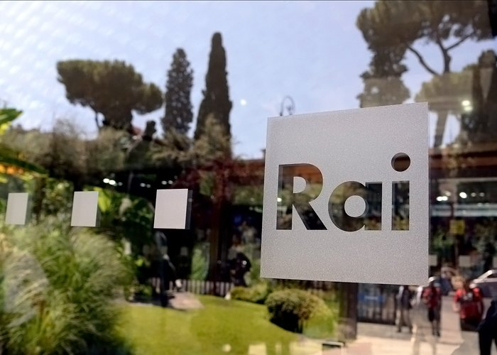 "< img src=""https://www.la-notizia.net/rai"" alt=""rai"""