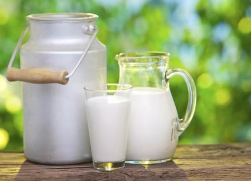"""< img src=""""https://www.la-notizia.net/latte"""" alt=""""latte"""""""
