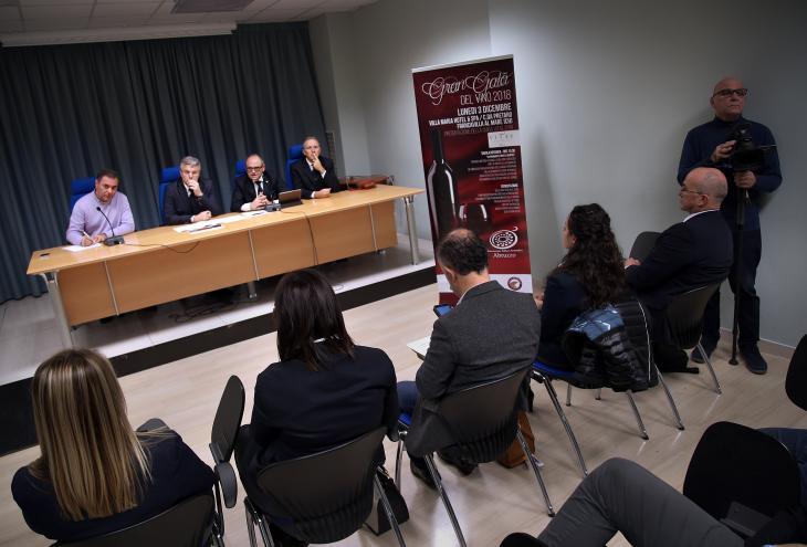"< img src=""https://www.la-notizia.net/vino"" alt=""vino"""