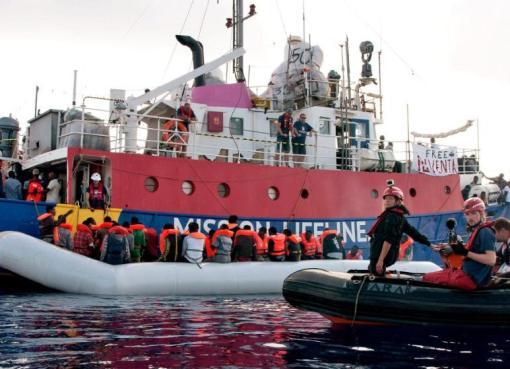 """< img src=""""https://www.la-notizia.net/lifeline"""" alt=""""lifeline"""""""