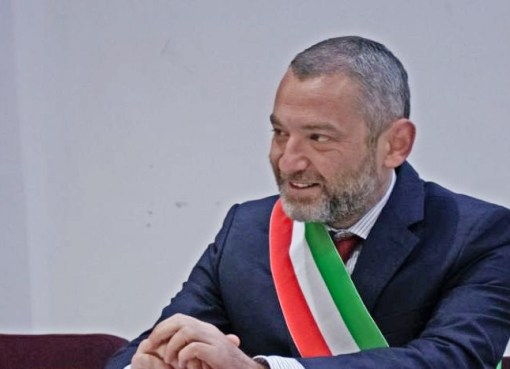 "< img src=""https://www.la-notizia.net/cori"" alt=""cori"""