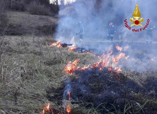 "< img src=""https://www.la-notizia.net/incendio"" alt=""incendio"""