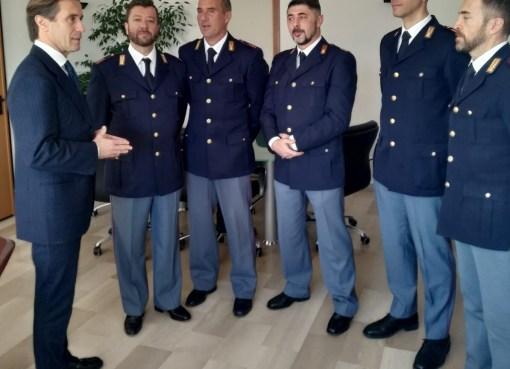 "< img src=""https://www.la-notizia.net/agenti"" alt=""agenti"""