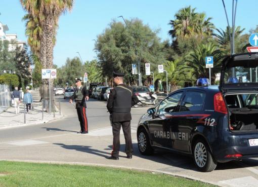"< img src=""https://www.la-notizia.net/i-carabinieri"" alt=""i carabinieri"""