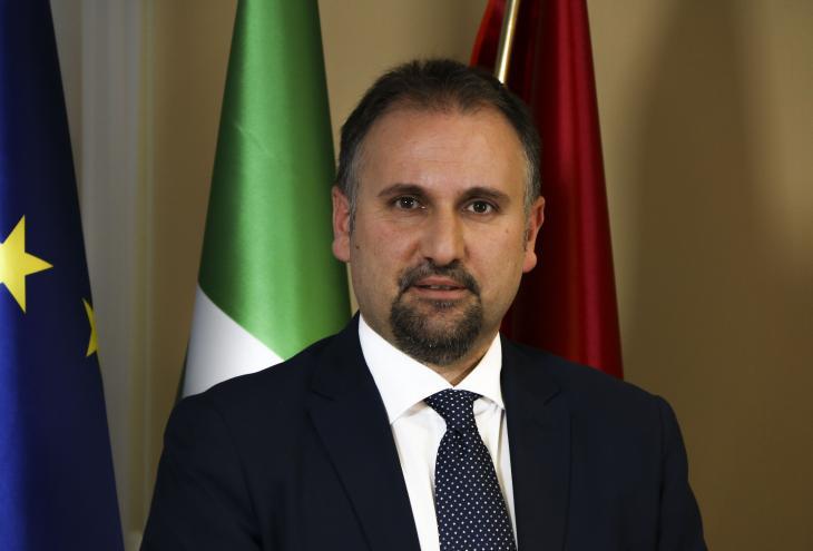 """< img src=""""https://www.la-notizia.net/ricostruzione"""" alt=""""ricostruzione"""""""