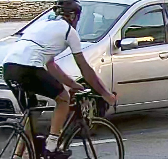 """< img src=""""https://www.la-notizia.net/ciclista"""" alt=""""ciclista"""""""