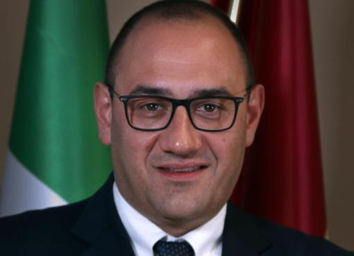 "< img src=""https://www.la-notizia.net/fucino"" alt=""fucino"""