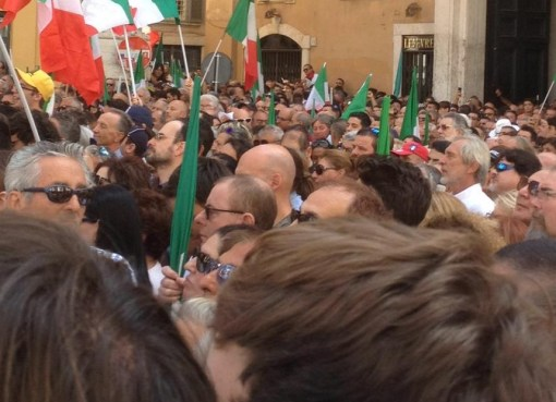 "< img src=""https://www.la-notizia.net/palazzo"" alt=""palazzo"""