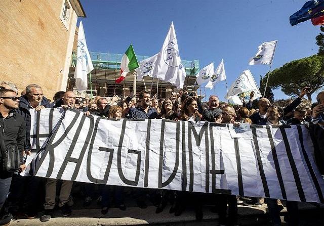 Salvini a Roma: la Raggi ha fallito, vada a casa