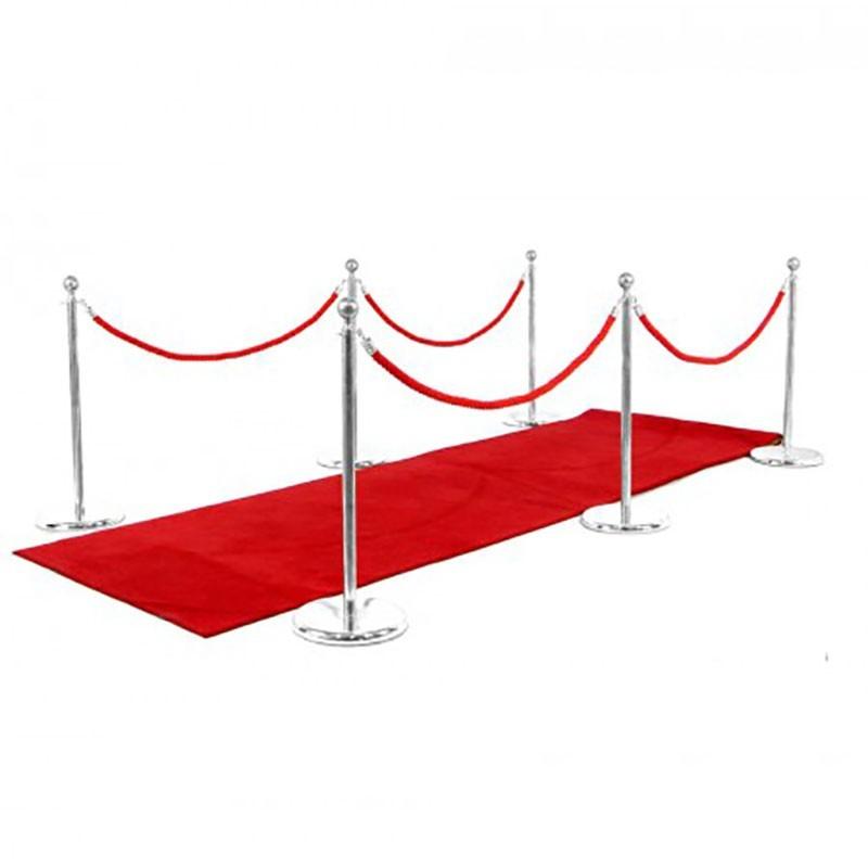 location tapis rouge et potelets pour