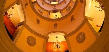stairwell-l-hotel-paris