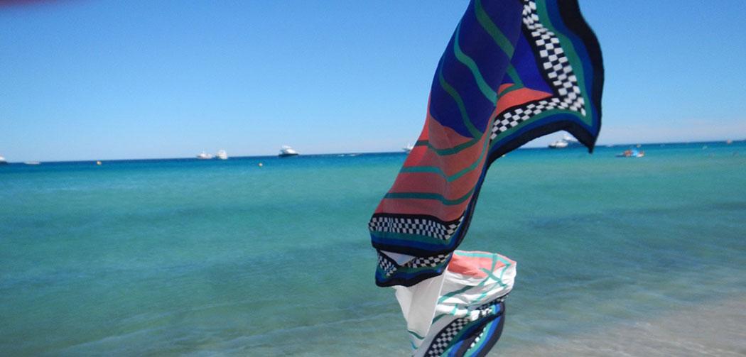 2d74fbf1a79d CONCOURS   Les foulards en soie Douka Paris