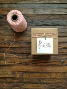 idees paquets cadeaux noel emballages rubans kraft merry xmas
