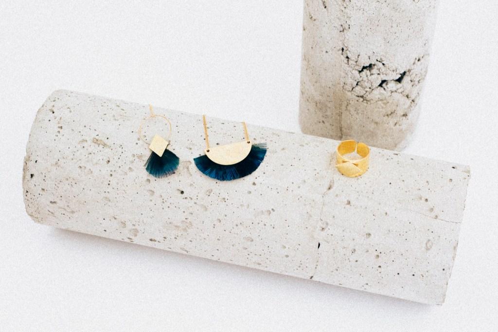 bijoux-de-lu-lbl_bo-alma-plumes-set-design-beton