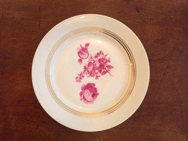 assiette-porcelaine-dorures-or-fleurs-roses