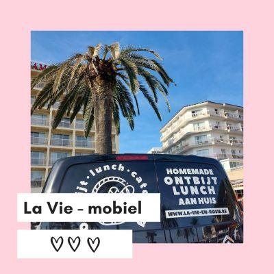 Roze en Wit Modern Koffie Thema Instagram Post (5)