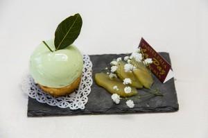 Pastelería La Paz.- •Bizcochuelo con compota de manzana al caramelo.
