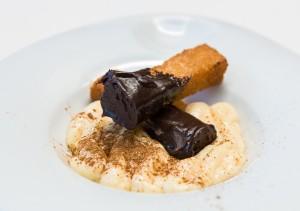 Los Fogones.- Crema pastelera con picatostes con chocolate y canela