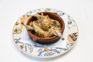 El Pirri.- Codornices en su guiso con vino blanco y cebolla