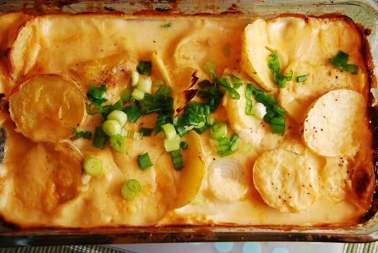 https://i0.wp.com/www.laaloosh.com/wp-content/uploads/2012/11/cheesy-potatoes-au-gratin.jpg