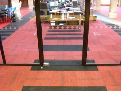 Kirkko_burmatex_lateral-zip-carpet-tiles-neways-church-22-1067x800_laattasuora_textiilipalamatto_textiilimatto_palamatto