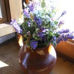detalle floral en ventana