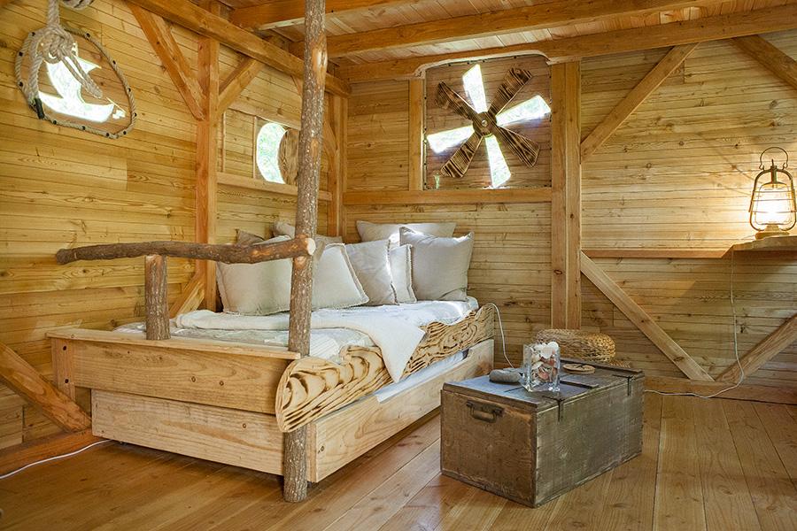 Location de cabane perche dans les bois en Touraine  la cabane du pcheur pour un hebergement