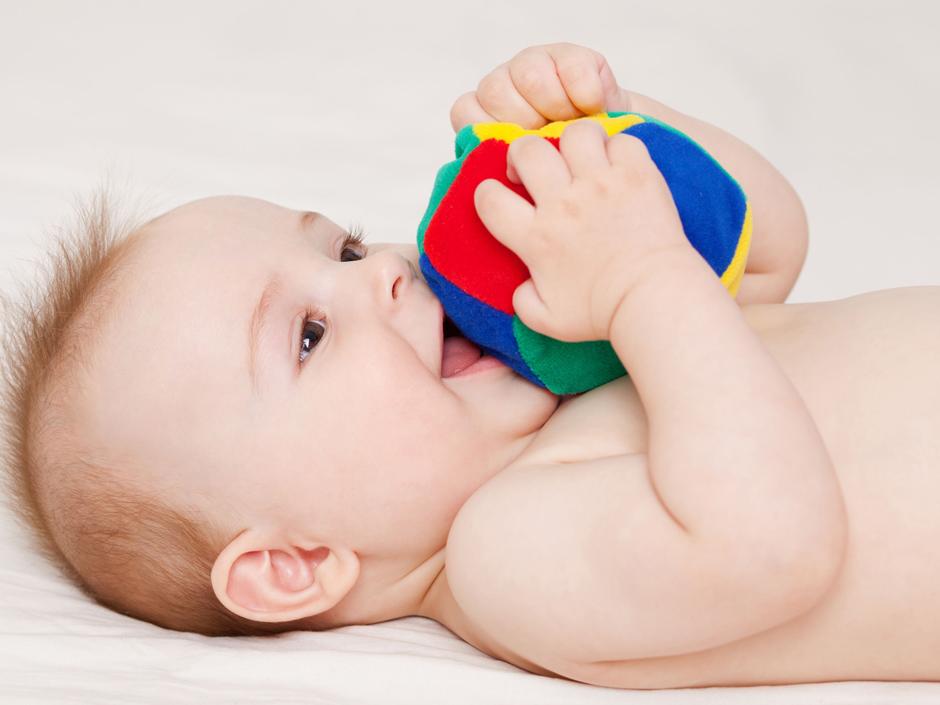 4 Bebeteca A Juguetes Puedes HacerLa De Meses 12 Para Que Bebés 6 Tú 4j5A3RL
