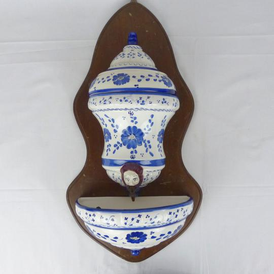 fontaine murale decorative en ceramique