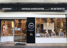 Fabrication et pose d'enseigne pour le chocolatier Coutant dans le centre-ville de Nantes (44)