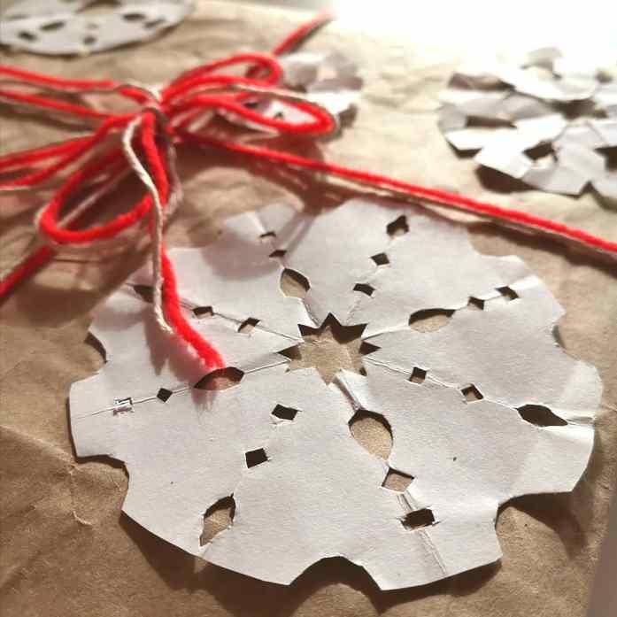 fiocchi di neve di carta pacco regalo