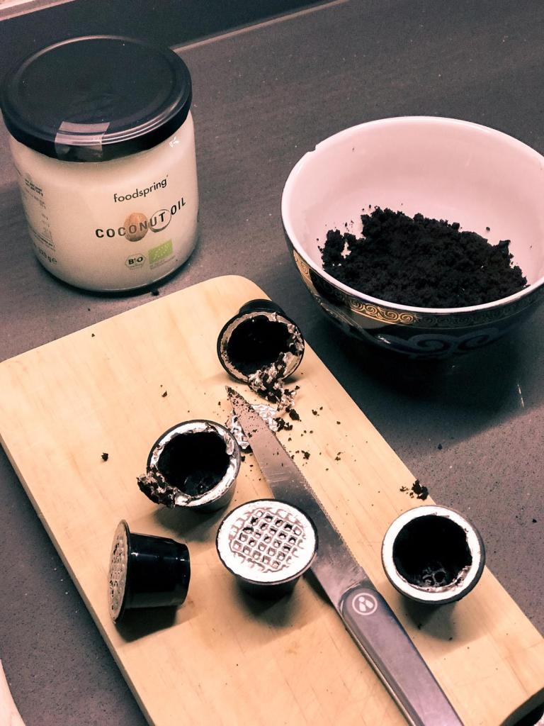 In this post I will go how to create a natural exfoliator scrub with leftover coffee (you know, the ones inside your Nespresso capsules that you always throw away). Find in this post an easy recipe for a DIY 3-Ingredients coffee scrub for acne and how to use a coffee scrub for optimal results.