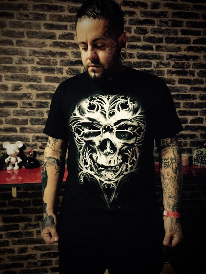"Loïc Blinddesign posing with our ""O Tempus Edax"" T-shirt"