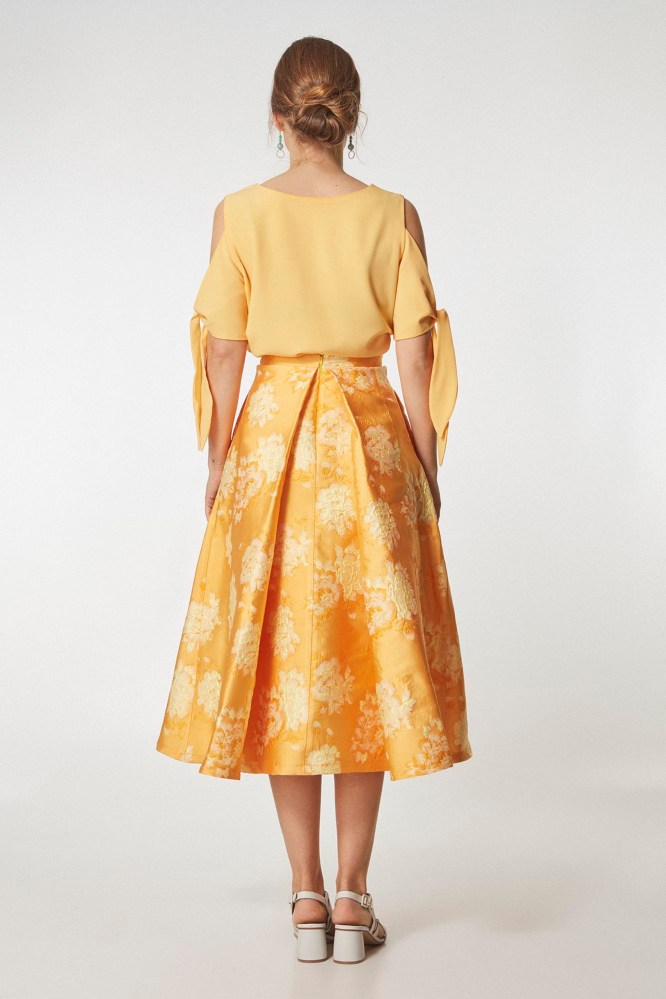 falda-midi-color-amarillo