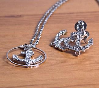 duo-bijoux-navy-glam-boucles-doreilles-et-collier-de-la-boite-ateliers-creatifs