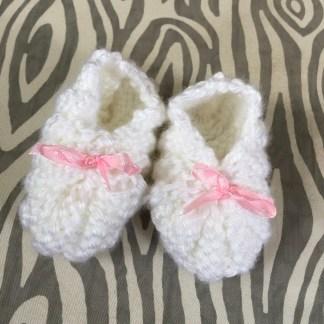 patron-chaussons-mousseline-0-3-mois-a-la-broche-de-la-boite-ateliers-creatifs